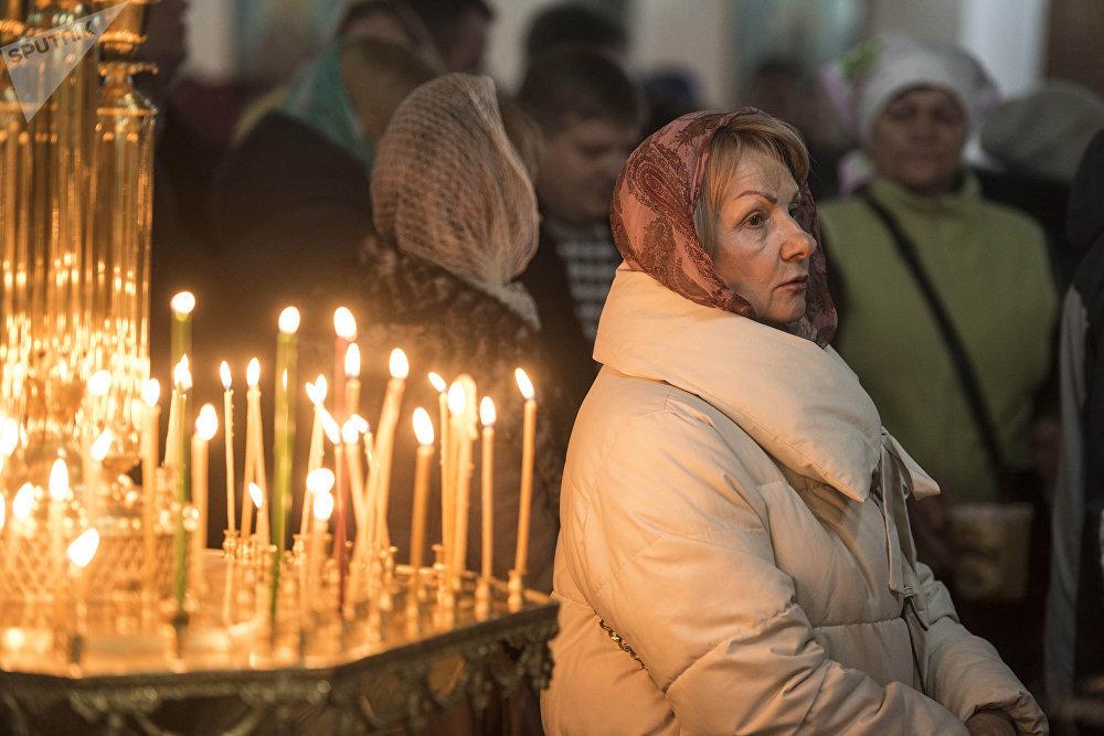 Православные христиане празднуют Рождество 7 января, а католики — 25 декабря. Разница в датах объясняется тем, что православная церковь использует византийский календарь.