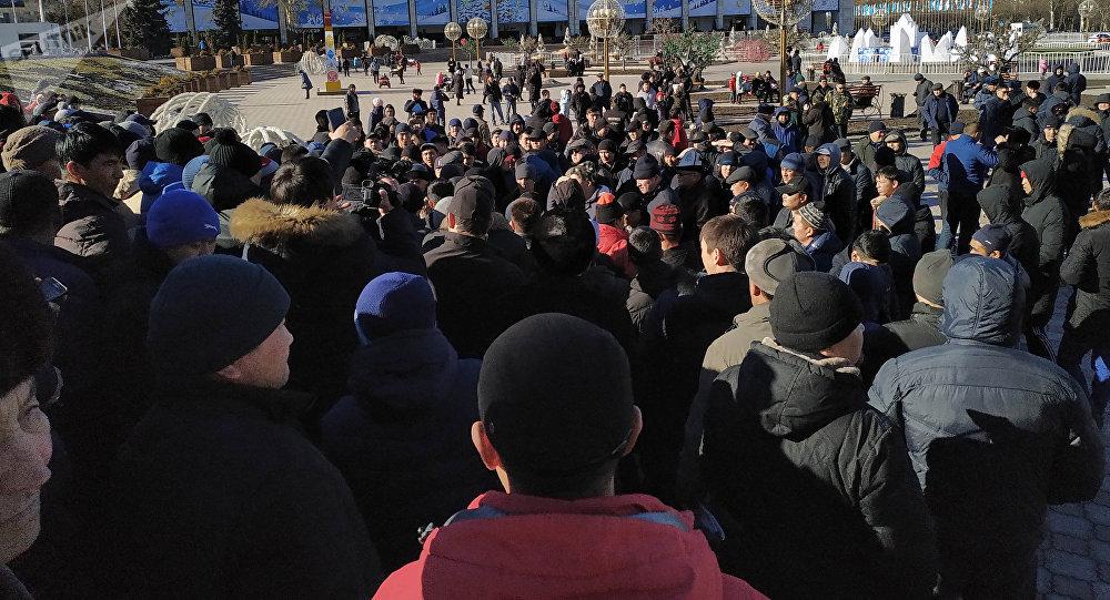 Бишкектин Ала-Тоо борбордук аянтында кишилер митингге чыкты