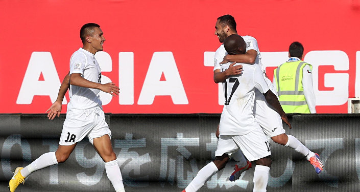 Игроки сборной Кыргызстана празднуют забитый гол во время футбольного матча АФК 2019. Архивное фото