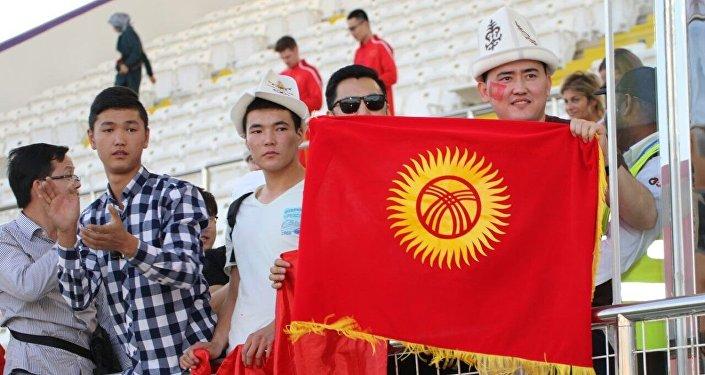 Кыргызстанские болельщики на матче Кыргызстан — Китай группового этапа Кубка Азии по футболу в ОАЭ