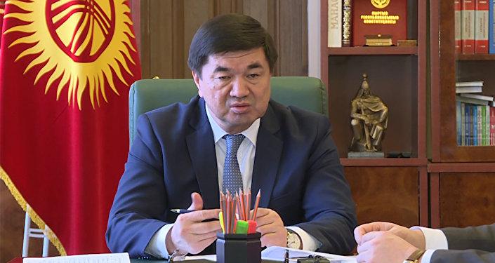 Премьер предложил пересмотреть штрафы в 5 500 сомов за плевки