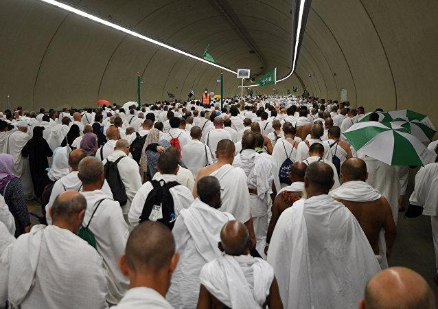 Меккеге каттаган мусулмандар. Архивдик сүрөт