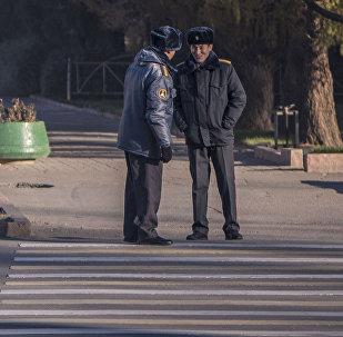 Сотрудники милиции на площади Ала-Тоо. Архивное фото