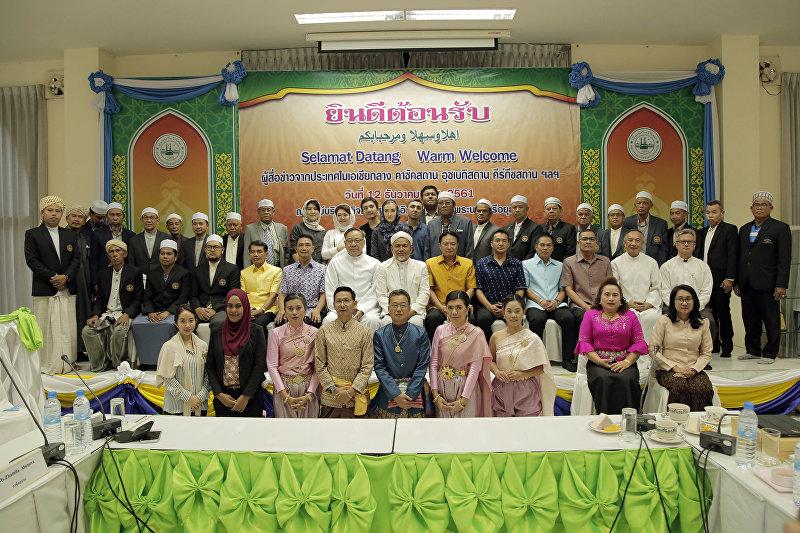 Официальная делегация Кыргызстана и представители Таиланда после официальной встречи в Бангкоке
