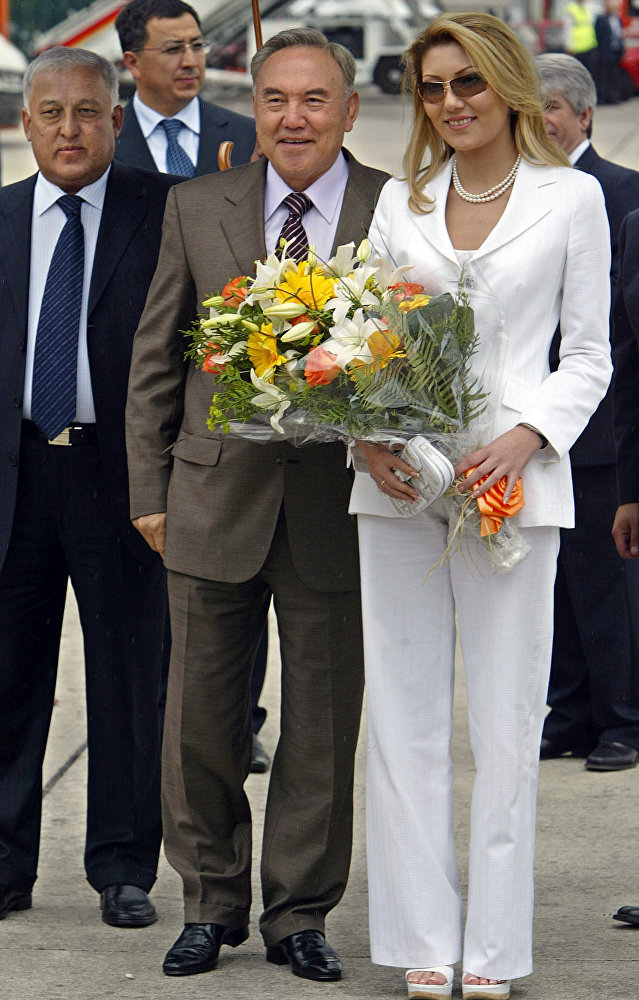 Президент Казахстана Нурсултан Назарбаев с дочерью Алией Назарбаевой. Архивное фото