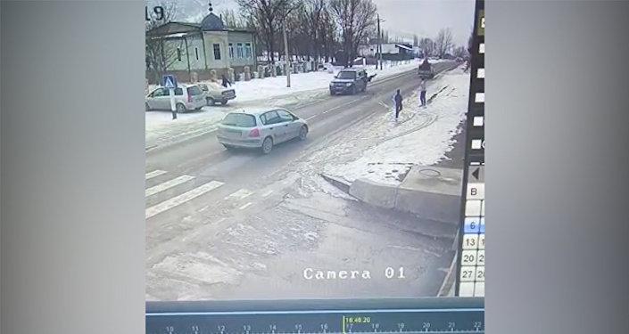 Кой-Ташта уланды коюп кетип из жашырган жолтандабас видеого түшүп калган