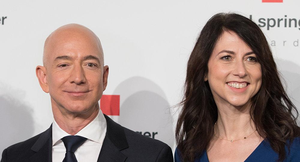 Глава и основатель интернет-компании Amazon Джефф Безос и его жена Маккензи Безос. Архивное фото