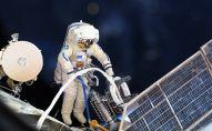 Космонавт во время выхода в открытый космос. Архивное фото