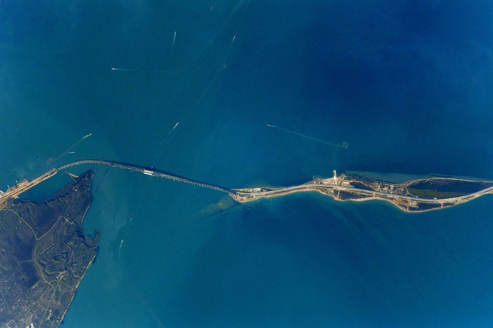 Вид Крымского моста из космоса