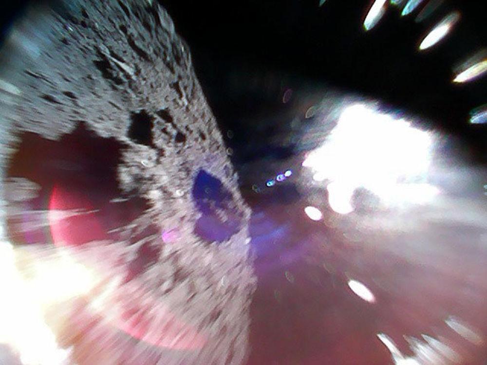 Астероид Рюгу, сфотографированный зондом Rover-1A