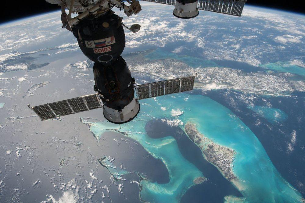 Вид на транспортный корабль Союз с борта МКС
