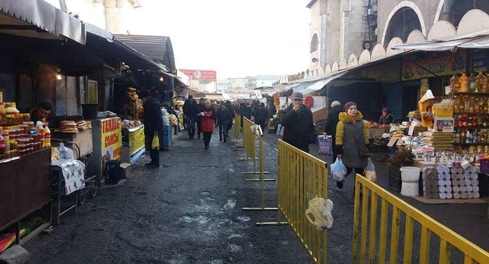 На Ошском рынке в Бишкеке появились сотрудники частного охранного предприятия