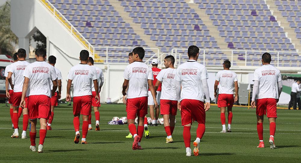 Сборная Кыргызстана по футболу принимает участие в тренировочном сборе перед азиатским кубком АФК-2019 в Аль-Айне. Архивное фото