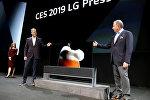 LG компаниясынын LG Signature OLED TV R сыналгысынын презентациясы