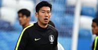 Игрок сборной Республики Корея Сон Хын Мин на тренировке. Архивное фото