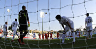 Игроки сборной Кыргызстана по футболу после пропущенного гола во время матча со сборной Китая в групповом этапе Кубка Азии по футболу в ОАЭ. 7 января 2019 года