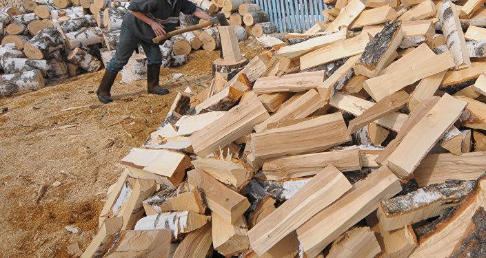 Полено для дров. Архивное фото