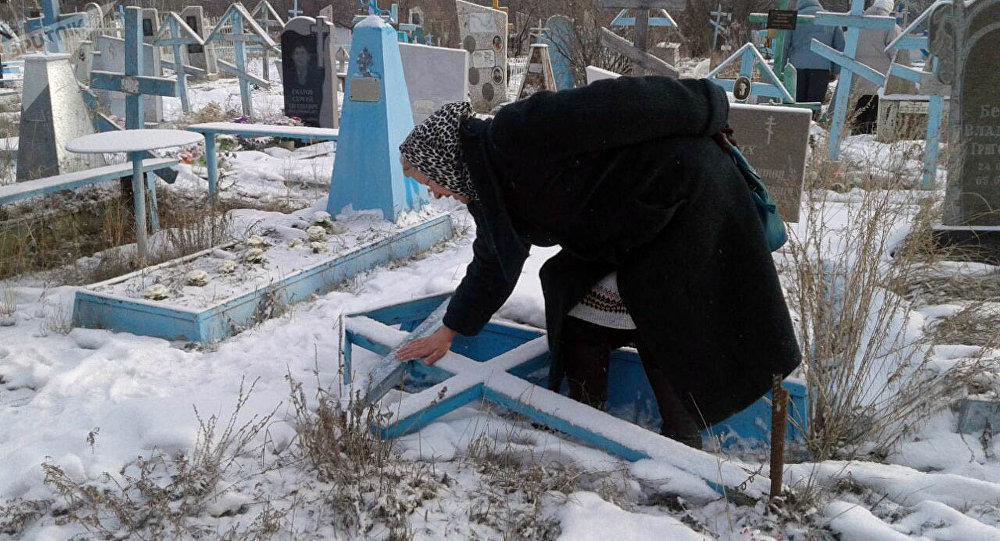 Ананьево айылында бейиттерди белгисиз адамдар талкалап кетти