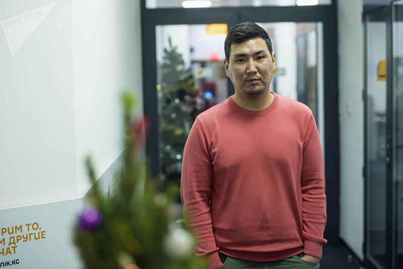 Бизнесмен и программист Акылбек Эсеналиев во время беседы