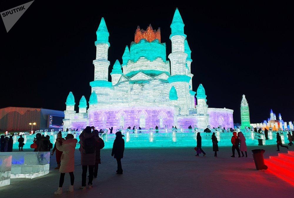 Кытайдын Харбин шаарында Кар жана муз фестивалынан ирмем