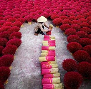 Производство ароматических палочек во Вьетнаме