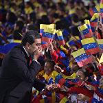 Венесуэла президенти Николас Мадуронун инаугурациясы. Ал өлкөдөгү экономикалык жана саясий каатчылыктын фонунда экинчи мөөнөткө шайланып келди. Америкалык мамлекеттердин уюму жана АКШ Мадуронун экинчи мөөнөткө шайланып келишин тааныбай турганын жар салышты.