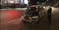Бишкекте эл ташыган маршрутка жол кырсыгына кабылды. Видео