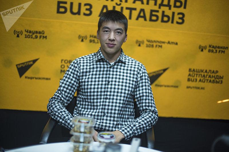 Предприниматель Адылжан Махкамбаев во время интервью на радиостудии Sputnik Кыргызстан