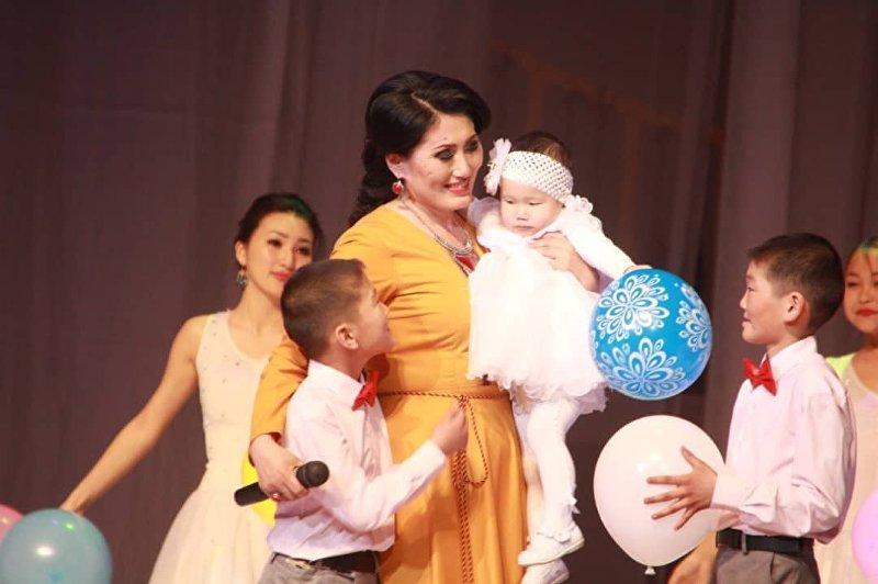 Участница проекта Сармерден, певица Анара Шаимкулова