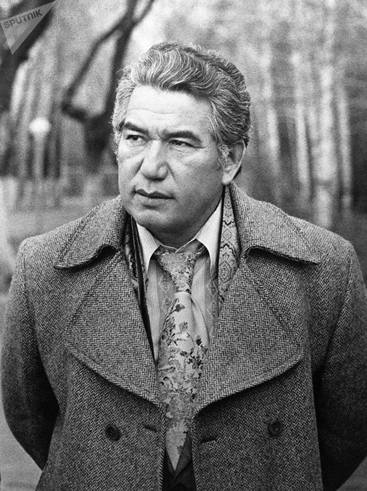 Лауреат Ленинской премии киргизский писатель Чингиз Айтматов