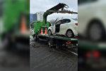 Москва: эвакуатордогу автоунаасын айдай качкан кишинин видеосу