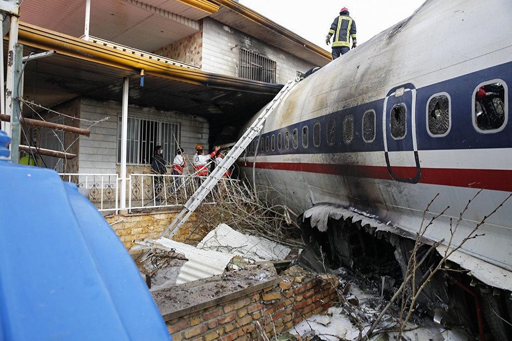 Крушение грузового самолета Boeing 707 в Иране