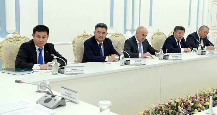 Президент Сооронбай Жээнбеков встретился с лидерами ЖК