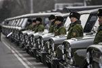 Военнослужащие пограничной службы КР на церемонии вручения российской техники в Бишкеке