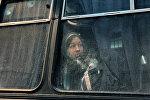Автобуста отурган кыз. Архив
