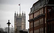 Башня Виктории Вестминстерского дворца (парламент) в Лондоне. Архивное фото