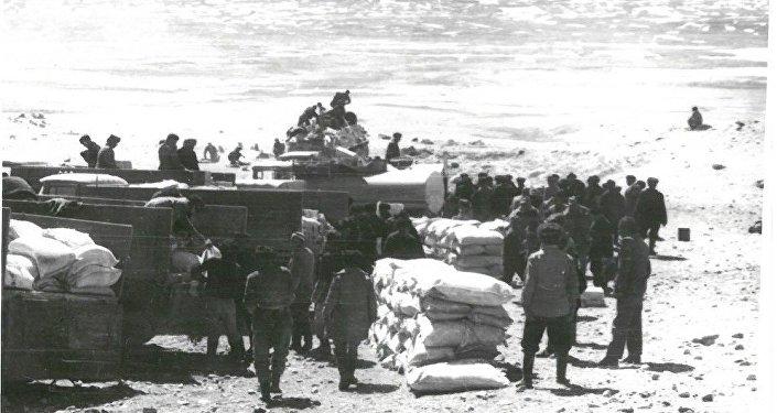 Гуманитарная помощь кыргызам советскими властями в Малом Памире. 29 апреля 1988 года