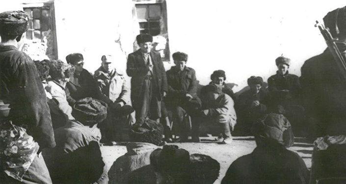 Выступление Рахманкул-хана на собрании афганских кыргызов в Малом Памире. 1987 год