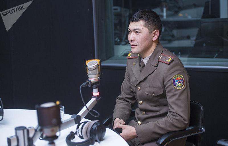 Сотрудник МЧС КР, руководивший спасательной операцией при крушении самолета Boeing-747, недалеко от аэропорта Манас Дастан Женгенбеков во время интервью на радиостудии Sputnik Кыргызстан