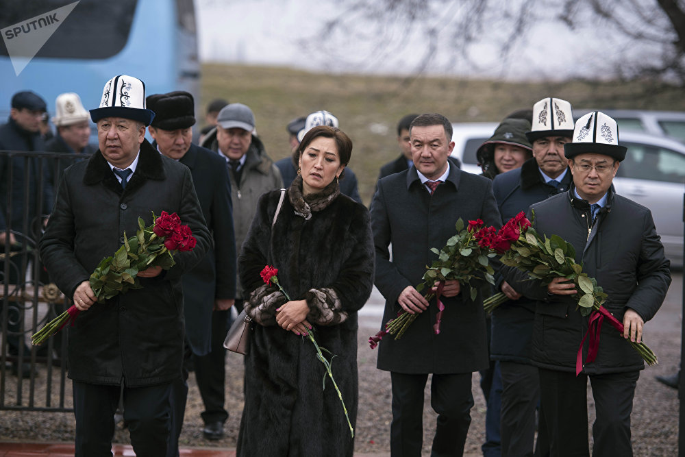 Были здесь первый вице-премьер-министр Кубатбек Боронов и другие представители власти
