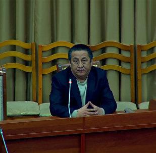 Видео — депутаты отругали чиновника за внешний вид и выгнали с заседания ЖК