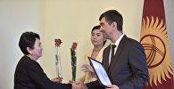 Бишкек мэри Азиз Суракматов жаңы жылдык эң мыкты жасалгалоо боюнча жарыяланган сынактын жеңүүчүлөрүн сыйлады.
