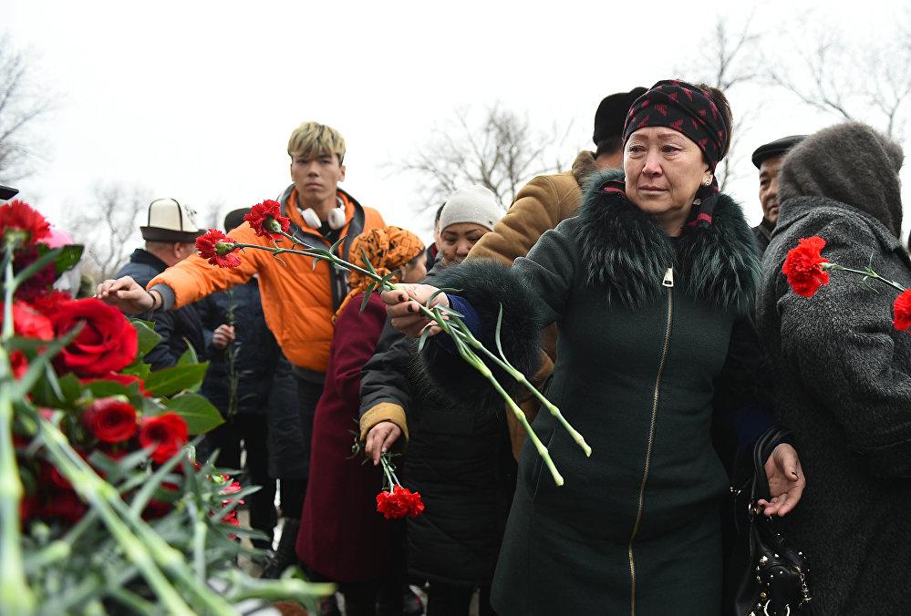 После к мемориалу возложили цветы