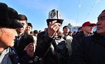 Участники митинга на площади Ала-Тоо в Бишкеке. Архивное фото