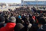 Участники митинга против незаконной миграции китайских граждан в Кыргызстан на площади Ала-Тоо в Бишкеке. Архивное фото