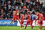 Футболисты сборной Кыргызстана празднуют победу во время матча группового Кубка Азии по футболу между сборными командами Кыргызстана и Филиппин на стадионе Мактум бин Рашид Аль-Мактум в Дубае. ОАЭ, 16 января 2019 года