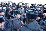 Как задерживали митингующих в центре Бишкека — видео