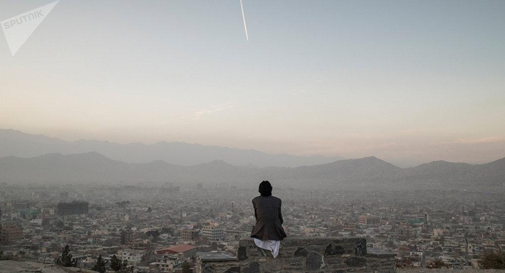 Мужчина на одной из улиц Кабула. Архивное фото