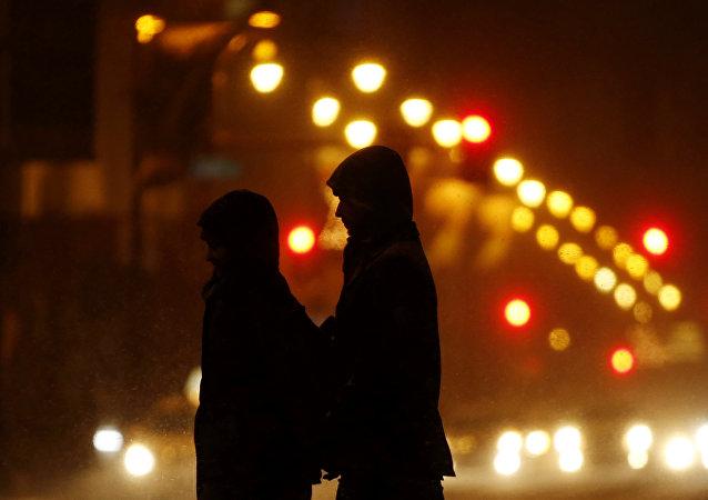Пара на улице. Архивное фото