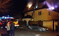 Минувшей ночью в одном из домов на улице Ак-Муз в Бишкеке произошел пожар